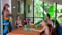 HV_Balcony-family_2457